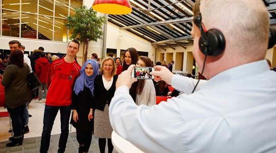 Minister Bussemaker trapt doorstroomprogramma mbo-pabo af op Hogeschool Rotterdam