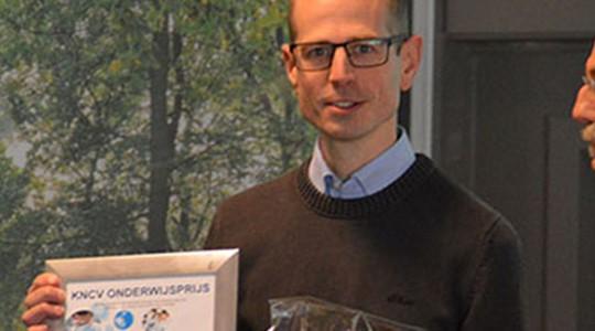 Chemiedocent Joris Berding wint Onderwijsprijs